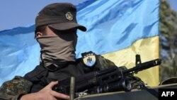 """Боец украинского батальона """"Азов"""" в Мариуполе, 5 сентября"""