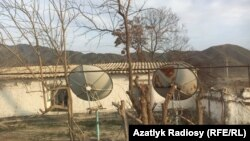 Спутниковые антенны в частном сельском доме, Туркменистан