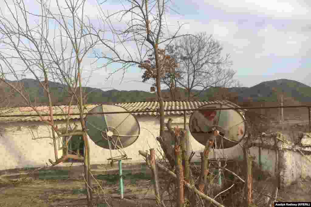 Спутниковые антенны пользуются популярностью у населения в городах и сельской местности Туркменистана