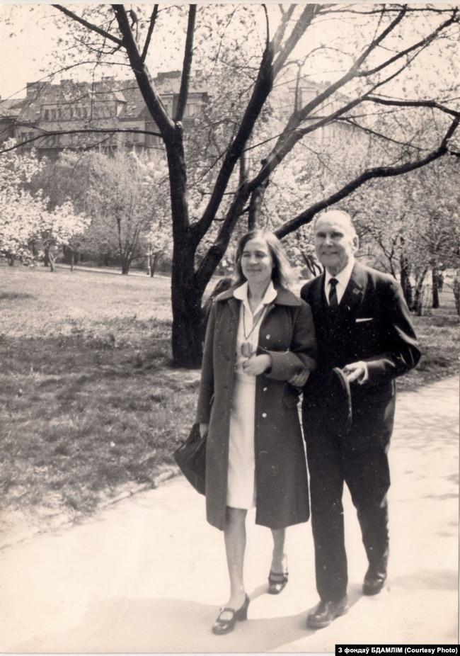 Яўгенія Янішчыц зь Міхасём Забэйдам-Суміцкім. 1970-я гг. З фондаў БДАМЛіМ