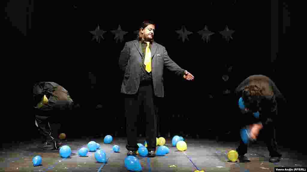 "Predstava ""Let iznad pozorišta Kosova"", Beograd, 11. decembar 2012."