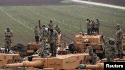 Түркиянын Африндеги аскердик операцияга тартылган аскерлери чек арада. 23-январь, 2018-жыл.