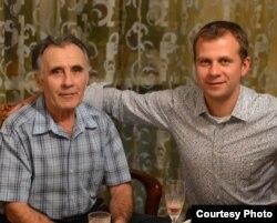 Пропавший 17 мая 2013 года Александр Довженко и его сын Василий.