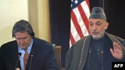 Afghan President Hamid Karzai (right) with U.S. special envoy to Afghanistan and Pakistan Richard Holbrooke at a press conference in Kabul