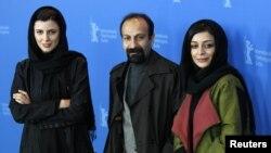 اصغر فرهادی و دو بازیگر زن «جدایی سیمین از نادر»؛ ساره بیات(راست) و لیلا حاتمی