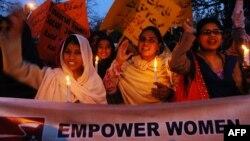 پخوانی تصوير: د پاکستان ځيني ښځې د ښځو د حقونو لپاره مظاهره کوي.