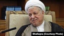 آیتالله اکبر هاشمی رفسنجانی از حامیان اصلی دولت حسن روحانی محسوب میشود