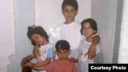 Фото детей семьи Царнаевых: Тамерлан и Джохар Царнаевы с сестрами.