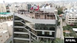 У цій будівлі кіпрська «прописка» кондитерського бізнесу Порошенка – його корпорації Roshen