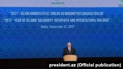 «2017 - İslam Həmrəyliyi İli: Dinlər və mədəniyyətlərarası dialoq» mövzusunda Bakıda keçirilən beynəlxalq konfransda. 21dek2017