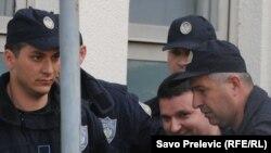 Duško Šarić u pratnji policije