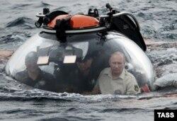 В.В. Путин погружется за амфорами