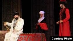 Кыргыз Улуттук драма театрындагы спектаклден.