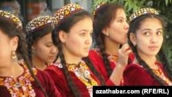 Туркменские девушки. Иллюстративное фото.