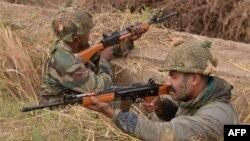 Ushtarët indianë në bazën ajrore në Pathankot, Indi