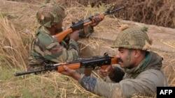 Індійські солдати біля аіабази Патханкот, 4 січня 2016 року