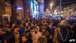 Акция протеста против приговора оппозиционеру алексею Навальному на Манежной площади в Москве, 30 декабря 2014 года.