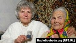 Свідок Голодомору Оксана Лук'янець (праворуч) і донька її рятівника Єгора Кривенка Віра Бабак