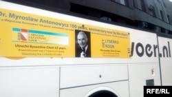 Гастрольне турне Західною Україною присвячене 100-річчю від дня народження диригента Мирослава Антоновича, який у Нідерландах створив ці колективи відповідно 65 і 20 років тому