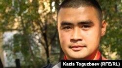 Әскерге шақырылған Айдын атты жігіт. Алматы, 3 қазан 2012 жыл.