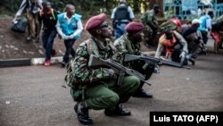 Сотрудники спецслужб на месте теракта в Найроби, Кения, 15 января 2019 года