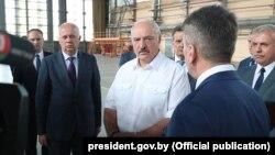Аляксандар Лукашэнка на Аршанскім авіярамонтным заводзе, 11 ліпеня