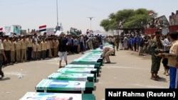 Sahrana mahom djece ubijene u napadu saudijske koalicije na autobus u Saadi, na sjeveru Jemena