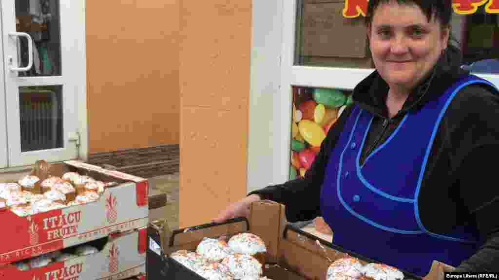 В Тирасполе в канун праздников активно торгуют выпечкой —куличами и пасхами