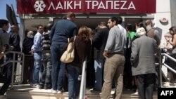 Կիպրոս - Բանկի դիմաց հերթ Նիկոսիայում, մարտ, 2013թ.