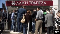Cyprus -- People queue up outside a Laiki bank branch in Nicosia, 28Mar2013