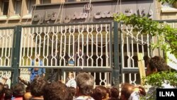 Iran – Protest of workers (labor) in front of Iran's ministry of Industries and Mines of Iran, Tehran, 16Apr2012