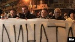 Христијан Мицкоски и Никола Груевски на протест против притворањето пратеници на ВМРО-ДПМНЕ на 3 декември во Скопје