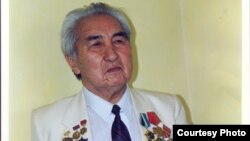 Асанкан Жумакматов 85 жашында дүйнө салган.