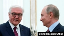 German President Frank-Walter Steinmeier (left) and Russian President Vladimir Putin at the Kremlin on October 25.