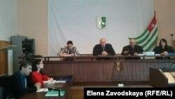 Сегодня в Сухуме в суде опрашивали свидетелей и по настоянию одного из обвиняемых выслушали его показания