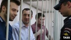 Илья Гущин, Александр Марголин и Алексей Гаскаров (слева направо) в Замоскворцком суде Москвы