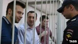 Илья Гущин, Александр Марголин и Алексей Гаскаров (слева направо) в Замоскворецком суде, август 2014