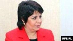 """Әзербайжан депутаты, биліктегі """"Ени"""" партиясының өкілі Гүләр Ахмедова."""
