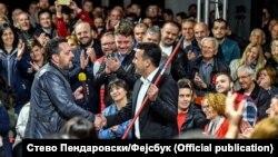 Скопје- Драган Спасов Дац му дава метла на Зоран Заев на трибината во Карпош, 22.04.2019