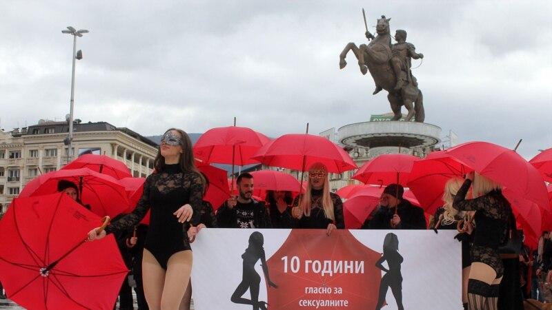 Во Скопје се одржа марш на црвените чадори