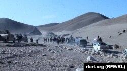 Ushtria afgane dhe policia gjatë një operacioni të përbashkët kundër militantëve talibanë dhe të Shtetit Islamik në provincën Sari Pul