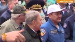 Назарбаев встретил космонавта Аимбетова в Астане