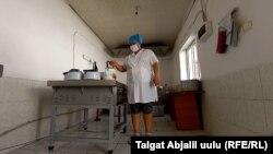 Жалал-Абад шаарындагы №53 тергөө абагынын ашканасы.