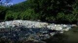 Lumenjtë e kthyer në deponi bërlloku