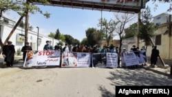 فعالان مدنی جنوبغرب و جوانان هلمندی روز یکشنبه در نامهای به دفتر نمایندگی سازمان ملل متحد در کابل، خواستار اعلام آتشبس و پایان هرچه زودتر جنگ شدند.
