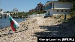 """Според адвоката на """"Стрейтлайн"""" плажът не стига до сградата"""