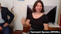 """Карина Ляникова рассказывает о теории любви, как """"стакана воды"""""""