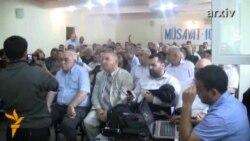 İctimai Palatada son istefalarla bağlı qapalı toplantı