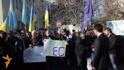 Кримський Євромайдан: як у Сімферополі мітингували за і проти євроінтеграції (відео)