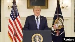 U.S President Donald Trump gives an address, a day after his supporters stormed the U.S. Capitol in Washington, U.S. Трамп жақтастары Капитолийді басып алғаннан бір күн өткен соң мәлімдеме жасап тұр.